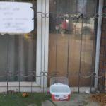 Hayvanseverden ilginç uyarı! Penceresine astı...
