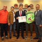 Dünya şampiyonu sporcudan Başkan Karabacak'a ziyaret