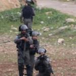 Ramallah'ta İsrail askerleri bir Filistinliyi yaraladı