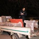 Ev eşyalarını kamyonete yüklerken yakalandılar