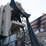 Yıkım yapılan eski hastane binasının çökmesi