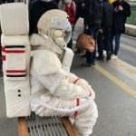Herkes onu merak etmişti! Meğer metrobüsteki astronot...