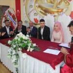 Vali ve Belediye Başkan Vekili Çağatay, genç çiftin nikahını kıydı