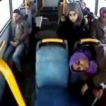 Otobüste fenalaşan yolcuyu acil servise götürdü