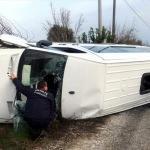 Sürücüsü kalp krizi geçiren öğrenci servis minibüsü devrildi: 1 ölü, 3 yaralı