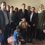 Harçlıklarını biriktirip engelli kardeşlerine sandalye aldılar