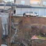 İstinat duvarı çöktü; çevredeki binalar boşaltıldı