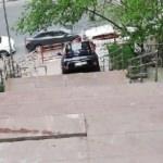 İstanbul'da ilginç görüntü! Merdivenleri yol sanınca...