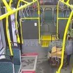 Otobüste bulduğu cüzdanı sahibine ulaştırdı
