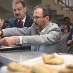Bakan Kasapoğlu ilk iftarı öğrenci yurdunda yaptı
