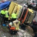 Kuzey Marmara Otoyolu'nda kamyon devrildi: 1 yaralı