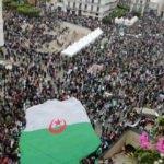 Cezayir'de protestolar sürüyor! Sembol meydan kapatıldı