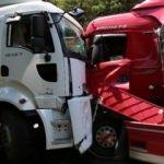 Feci kaza: TIR'lar kafa kafaya çarpıştı