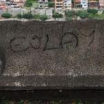 3 bin yıllık lahit kapağına spreyle 'Gülay' yazdılar