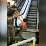Arızalı yürüyen merdiveni kullandı, sol bacağından oldu