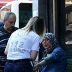 Yolda yürüyen kadının kafasına 3. kattan atılan çöp poşeti düştü