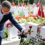 Fuat Oktay, Edirnekapı Şehitliği'ni ziyaret etti