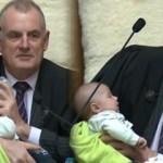 Meclis'te bebek sürprizi! Kucağına bıraktı gitti