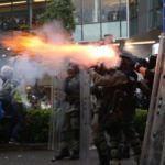 Gerilim tırmanıyor! Polisle göstericiler arasında çatışma