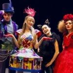 Serenay Sarıkaya sahnede! 'Alice Müzikali' yeni sezonuna başladı