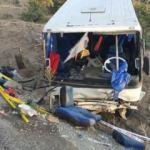 Manisa'da midibüs devrildi: 17 yaralı