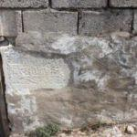Tarihi eserleri evlere duvar yapmışlar!
