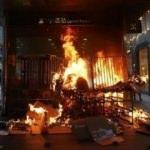 Hong Kong'da sular durulmuyor: Ateşe verdiler