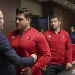 Bakan Kasapoğlu milli güreşçileri ağırladı