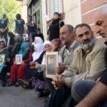 Dursun Ali Erzincanlı'dan evlat nöbetindeki aileleri ziyaret etti!