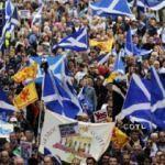 İngilizlere bölünme tehdidi: İskoçlar sokaklara döküldü