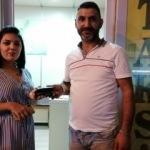 Taksi şoförü bulduğu para ve cüzdanı sahibine ulaştırdı