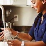 Yosunlaşan şişe nasıl temizlenir?