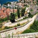 6. yüzyıl mirası olan Kotor Kalesi'ne nasıl gidilir?