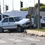 Otomobille ticari araç çarpıştı: 4 yaralı