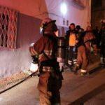 Kahraman itfaiye eri yangına maskesiz girdi, yaşlı kadını kurtardı