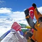 Dünyaca ünlü Türk dağcı Tunç Fındık, özgürlüğü zirvelerde buldu
