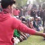 Cuma Namazı kılan Müslümanlara polis saldırdı