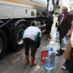 İzmir'de su kesintileri nedeniyle tankerlerle su dağıtımı sürüyor