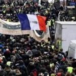 Macron karşıtları yeniden sokaklarda