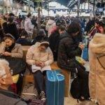Macron'un başı belada: Fransa'da grev şiddetini artırıyor!