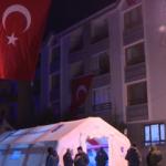 Şehidin Ankara'daki evi Türk bayraklarıyla donatıldı