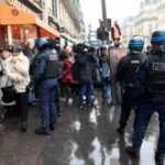 Fransa'da emeklilik reformundan vazgeçildi