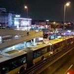 İstanbul'da akılalmaz kaza: Rögar kapağı metrobüse saplandı