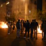 Lübnan'da protestocular yolları kapattı