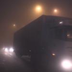 Yoğun sis tır sürücülerine kontak kapattırdı