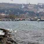 Marmara Denizi'nde ulaşıma lodos engeli: Gemiler demirledi