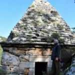 Yıllarca adaklar adanan türbe Yunan savaşçının anıt mezarı çıktı!