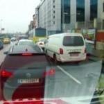 Hasta almaya giden ambulanstakilere saldırı girişimi kamerada