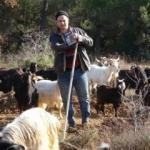 Okulu 5. sınıfta bıraktı, çobanlık yaparak ilk kitabını yazdı