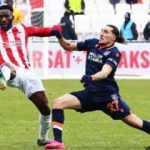 Sivasspor - Başakşehir maçı nefes kesti!